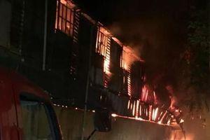 Hà Nội: Cháy lớn tại Công ty bóng đèn phích nước Rạng Đông