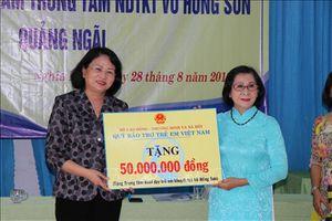 Phó Chủ tịch nước thăm, tặng quà Trung tâm Nuôi dạy trẻ khuyết tật tại Quảng Ngãi