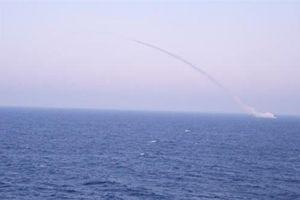 Hoành tráng cảnh tàu ngầm Kilo 636 phóng tên lửa hành trình Kalibr