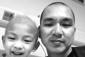 Nhật ký đẫm nước mắt của người cha cạo đầu cùng con chiến đấu với ung thư