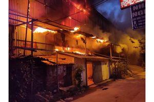 Cháy lớn khu nhà xưởng công ty bóng đèn phích nước Rạng Đông