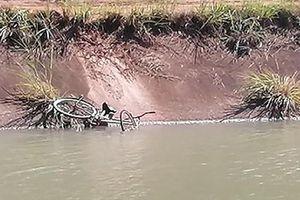 Lặn tìm người chết đuối ở kênh nước, một công an tử vong