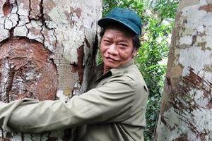 Người cả đời giữ rừng lim quý cho bản làng
