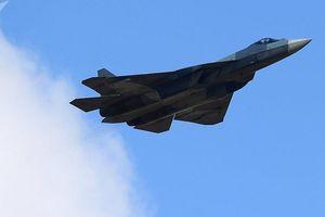 Màn hạ cánh bất thường của Su-57 khiến người xem 'đoán già đoán non'