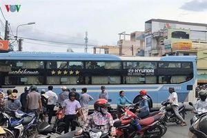 Xe khách tông 2 xe máy ở Quảng Ngãi, 2 người thương vong