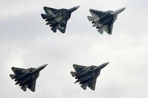 Chiêm ngưỡng màn nhào lộn trên không ngoạn mục của Su-57