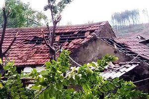 Bão chưa vào, hai nhà đã sập và 40 nhà bị tốc mái