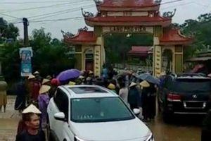 Triệu tập 11 người trong nhóm xăm trổ phá cổng làng