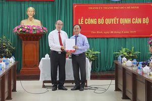 Bí thư Thành ủy TPHCM Nguyễn Thiện Nhân trao quyết định cán bộ tại quận Tân Bình
