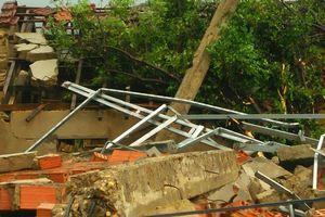 Hà Tĩnh: Lốc xoáy làm 2 người bị thương, nhiều nhà dân bị tốc mái