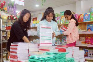 Trước thềm năm học mới: Băn khoăn lựa chọn sách giáo khoa