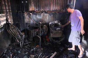 Tivi, máy giặt nóng chảy sau vụ cháy xưởng Cty Bóng đèn Rạng Đông