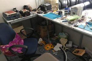 Thanh Hóa: Trộm cả két sắt trong cửa hàng điện thoại lúc rạng sáng