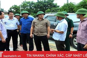 Chủ tịch UBND tỉnh Hà Tĩnh Trần Tiến Hưng kiểm tra công tác ứng phó bão số 4 tại các địa phương