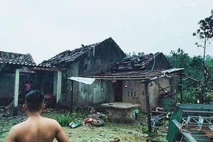 Lốc xoáy làm 42 nhà sập và tốc mái, 2 người bị thương