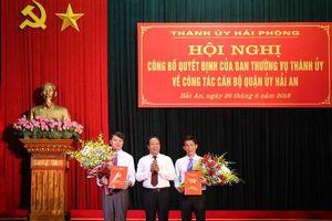 Điều động cán bộ làm Bí thư quận Hải An, Chủ tịch quận Kiến An