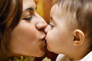 Những thói quen 'yêu' của người lớn ai ngờ có thể 'hại chết' trẻ