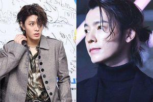 Thảm họa tóc mullet chưa qua, loạt nam thần BTS Jungkook, NCT Yuta… đã 'hùng hổ' lăng xê kiểu đầu rong biển