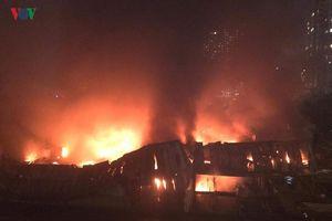 Hiện trường vụ cháy khủng khiếp ở nhà máy Rạng Đông