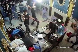 Khởi tố nhóm người truy sát, đập phá quán karaoke ở TP.HCM