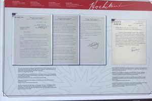 Triển lãm tài liệu lưu trữ đặc biệt về Bác Hồ: Xúc động về những tài liệu lần đầu tiên được công bố