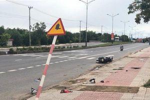 Quảng Trị: Xe máy bất ngờ tông vào biển báo giao thông, 2 người thiệt mạng
