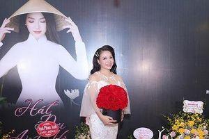 Sao Mai Đinh Trang 'Hát đợi anh về'