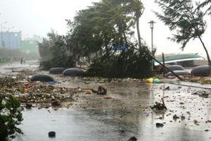 Bão Podul đổ bộ Hà Tĩnh - Quảng Bình suy yếu thành áp thấp, gió giật cấp 8