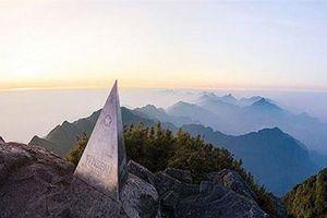 Bí mật về ngọn núi cao nhất Việt Nam