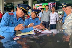 Thanh tra, xử phạt nhiều xe không có hợp đồng ở sân bay Tân Sơn Nhất