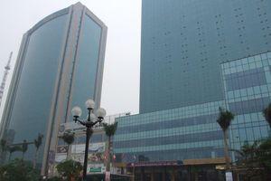 Khách sạn dát vàng Grand Plaza nơi người trú mưa bị đuổi sang xịn thế nào?