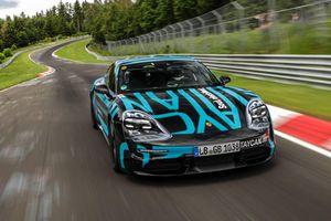 Porsche Taycan lập kỷ lục mới tại Nurburgring (Đức)