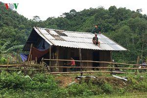 Hàng trăm ngôi nhà bị hư hại do hoàn lưu bão số 4