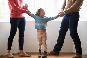 Vợ ngăn cản thăm con sau ly hôn, chồng phải làm sao?