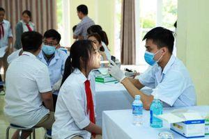 Hơn 1.200 học sinh được khám sức khỏe trước thềm năm học mới
