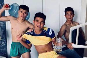 Hà Đức Chinh bị đồng đội chê 'thiếu cơ'