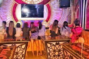 Nhân viên karaoke phải đeo biển tên: Có 'trừ' được massage kích dục?