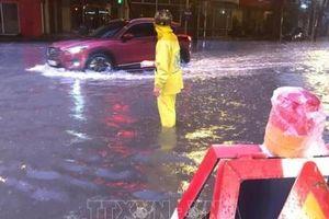 Sau mưa lớn Hà Nội ngập nhiều tuyến đường