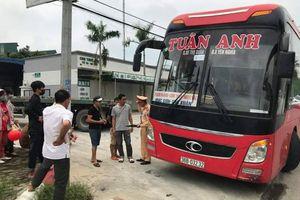 Xe khách 46 chỗ 'nhồi nhét' đến 87 hành khách đang di chuyển bị CSGT Hà Nội chặn bắt