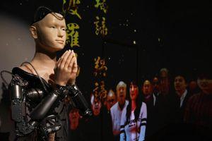 'Nhà sư người máy' giảng kinh Phật ở ngôi chùa Nhật gây tranh cãi
