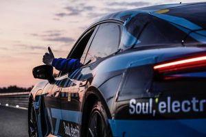 Porsche Taycan chinh phục cung đường dài 3425 km chỉ trong 24 giờ