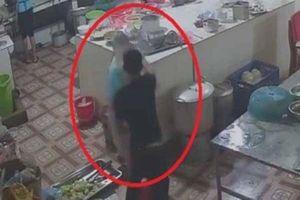 Kẻ tạt axit vào mặt nữ phụ bếp ở Hòa Bình bị bắt