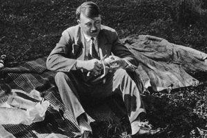 Tiết lộ 'sốc' mối tình đầu của trùm phát xít Hitler