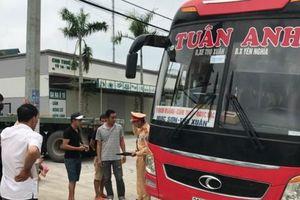 Cảnh sát giao thông bắt giữ xe khách 46 chỗ chở 87 người