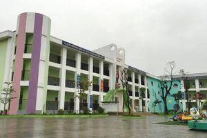 Phòng GD&ĐT huyện Mê Linh lên tiếng vụ hiệu trưởng bị tố 'vô cảm' với học sinh ngã gãy chân