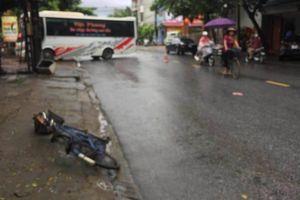 Xe khách đâm trực diện, người phụ nữ xe đạp tử vong tại chỗ