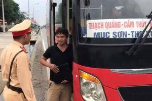 Hà Nội: CSGT chặn bắt xe khách 46 chỗ nhồi 87 người trên đường Hồ Chí Minh