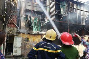 Công ty Rạng Đông khẳng định nguyên liệu sản xuất an toàn kể cả khi bị cháy