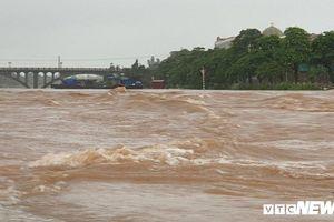 Mưa lớn gây lũ, tỉnh Quảng Ninh phát công điện khẩn