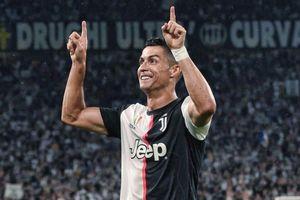 Ronaldo ra mắt kiểu ăn mừng 'VAR'
